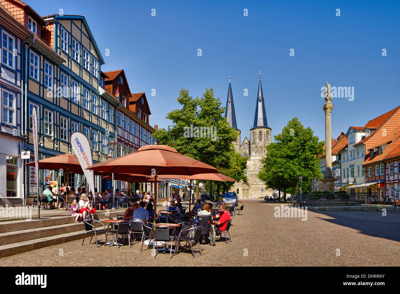 Sidewalk Cafe and St. Cyriakus church, Duderstadt, Germany - Stock Image