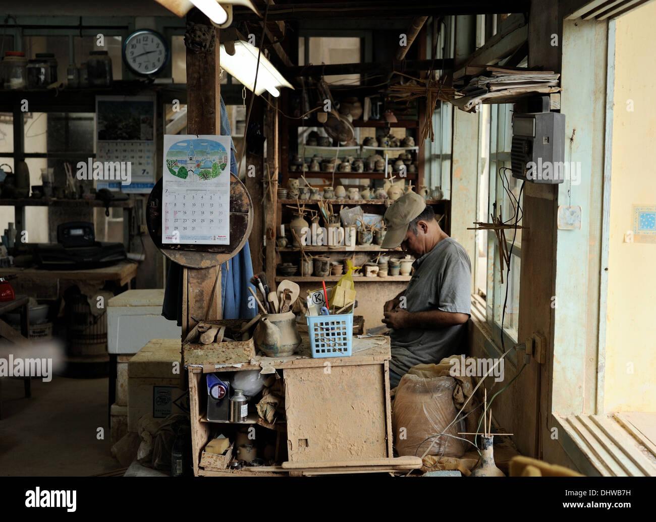 Tsuboya Pottery craftsman hard at work in Naha City, Okinawa - Stock Image