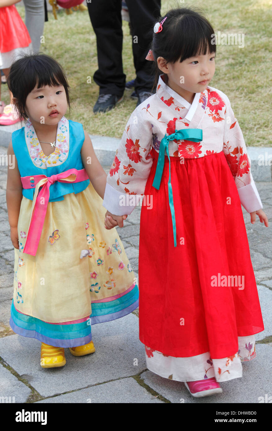 South Korea Seoul Girls In Traditional Dress Stock Photo 62638044