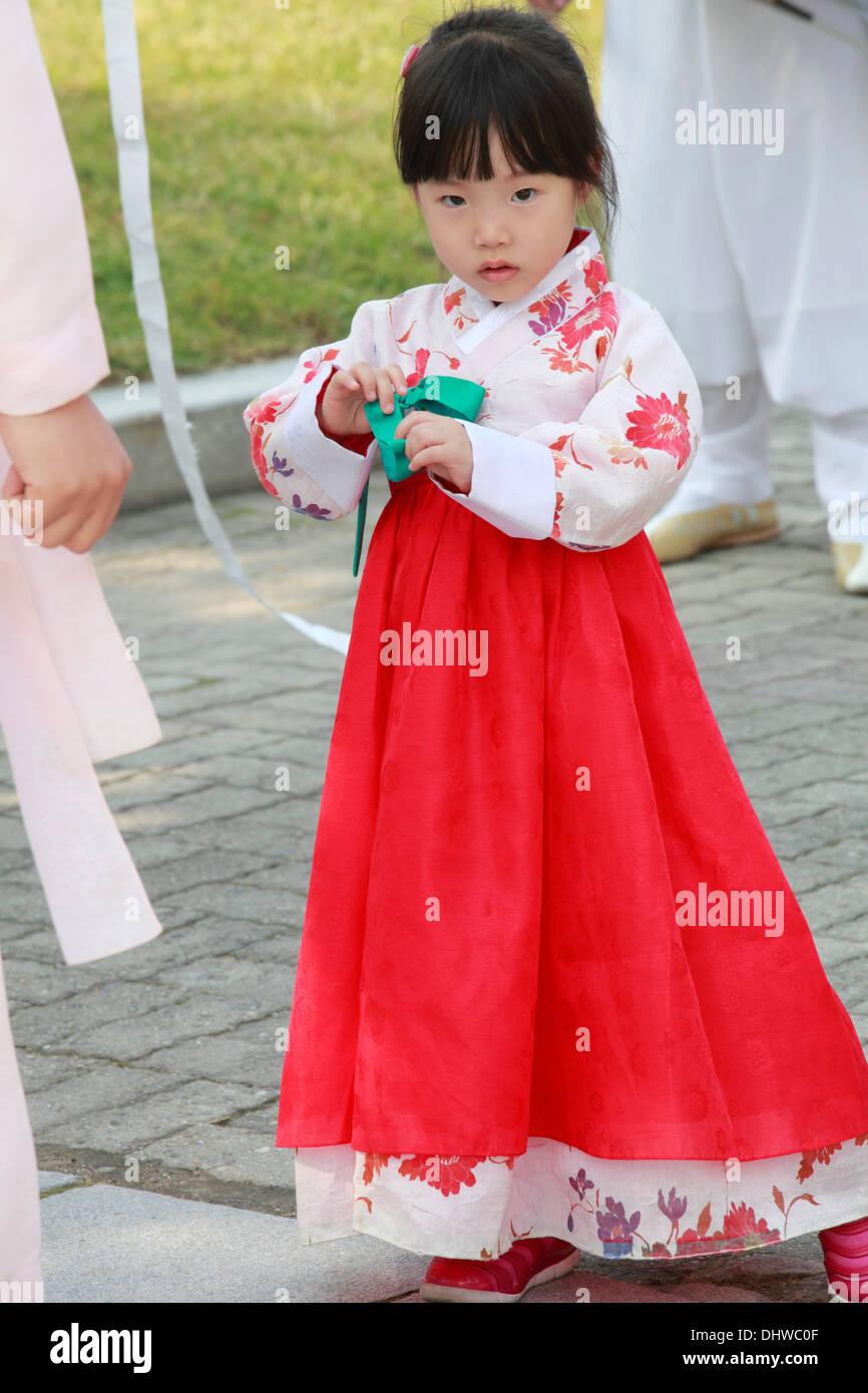 South Korea Seoul Little Girl In Traditional Dress Stock Photo