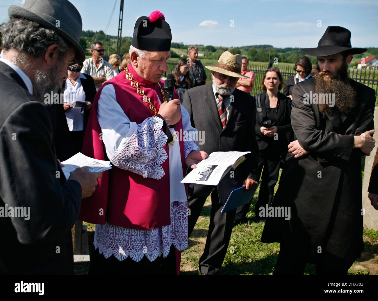 Dr Jonathan Webber and  Deacon of the Brzostek Parish, Fr. Dr Jan Cebulak, at the re-consecration of Brzostek's Jewish cemetery - Stock Image