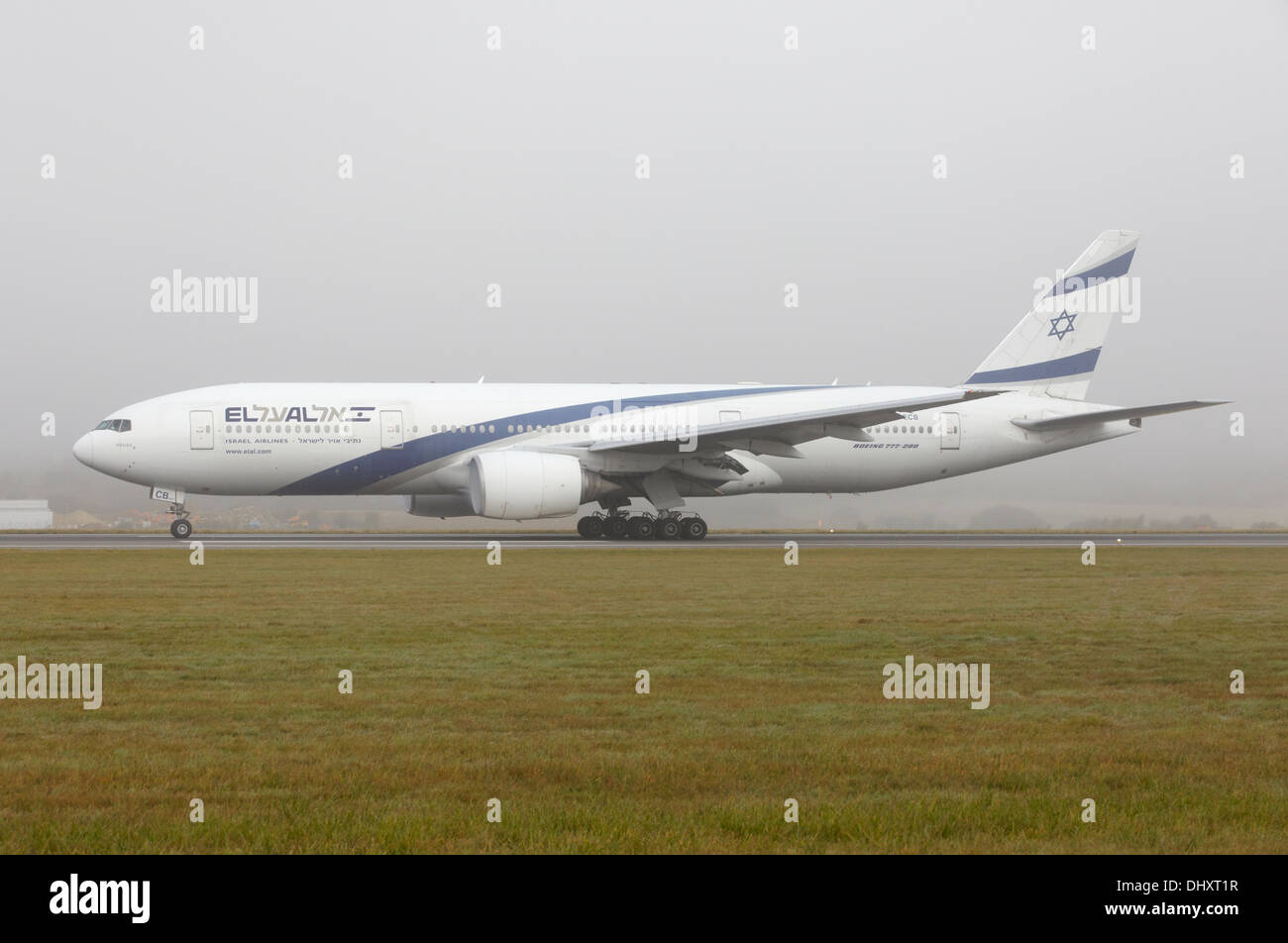 EL AL Israel Airlines Boeing 777-200 taking off on foggy day Stock Photo