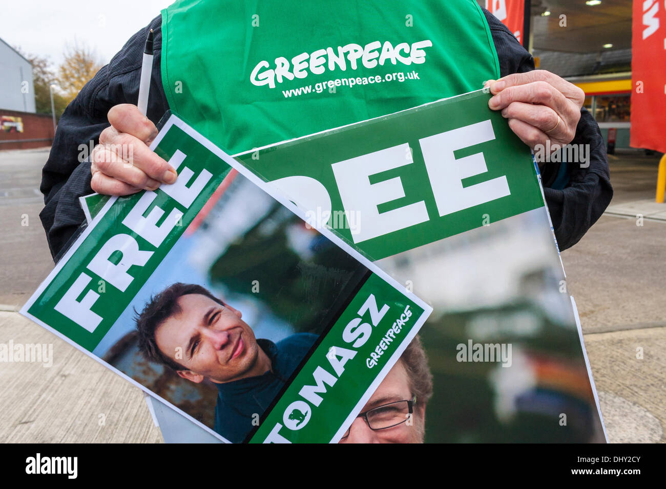 Greenpeace campaigners protesting outside a Shell filling station. Stock Photo