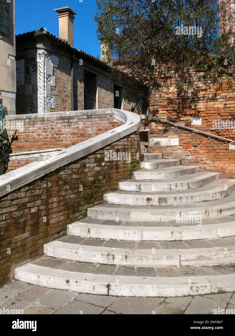 Curved concentric stone steps, walls and buildings, Venice, Italy - Stock Image