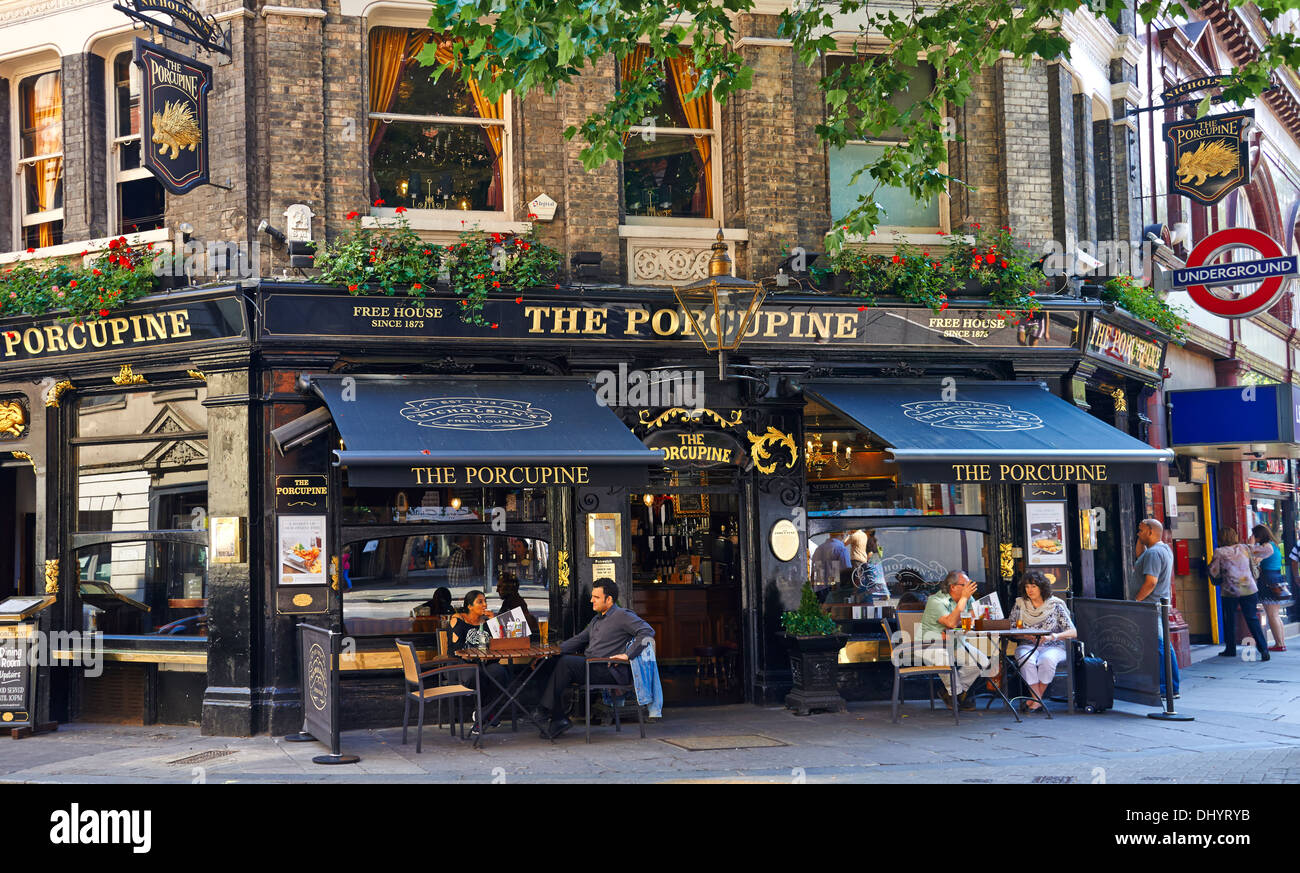 Covent Garden: Is a district in London on the eastern fringes of the West End, between St. Martin's Lane and Drury Lane - Stock Image