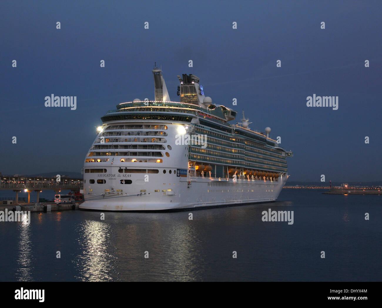 "Royal Caribbean International Cruise Line Cruise Ship ""Navigator of the Seas"" ( 311 mts) Port of Palma de Mallorca. Stock Photo"