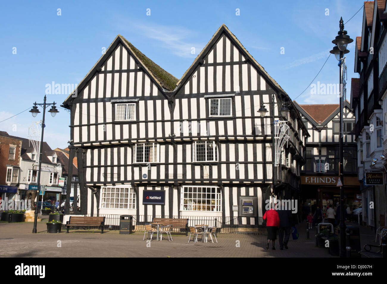 Evesham, a market town in Worcestershire England UK  The Merchants House and Natwest Bank - Stock Image