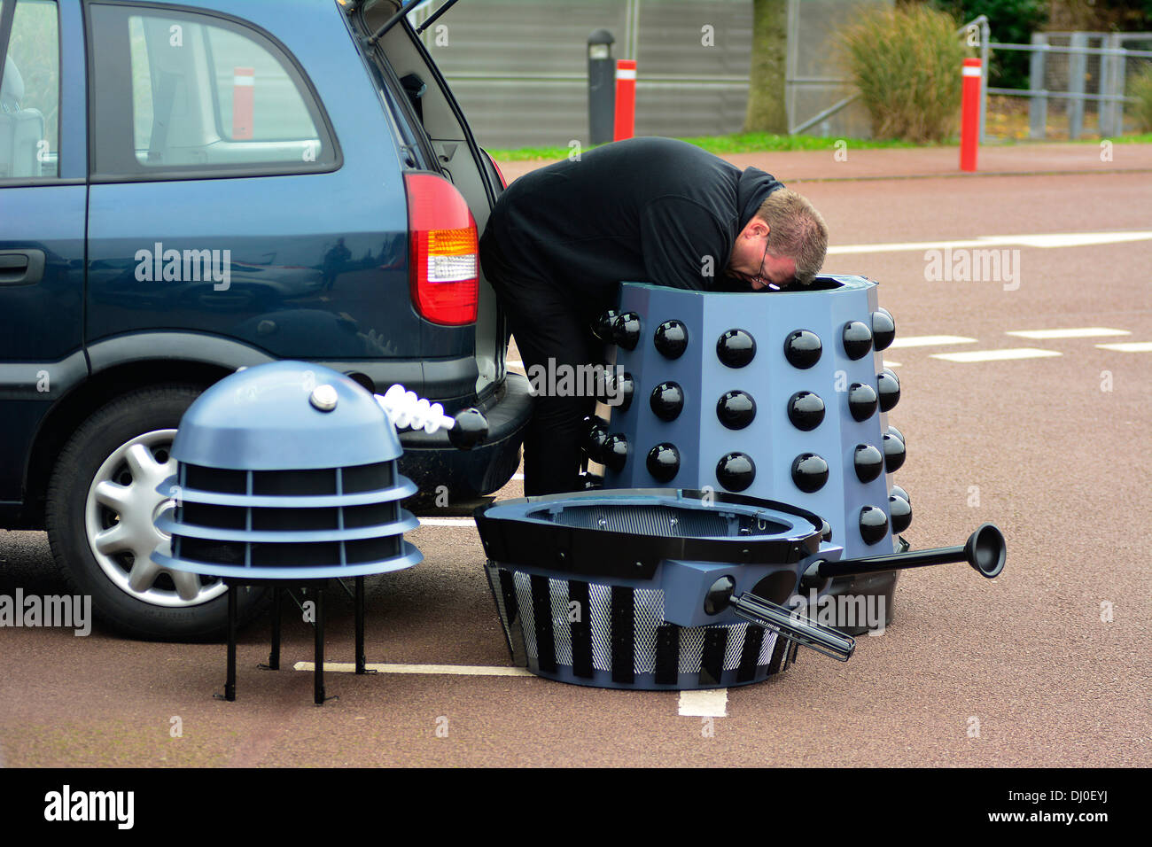 Ray Hyde from Barnsley assembles one of the 20 Daleks displayed at the 'Science of the Timelords' event are assembled Stock Photo