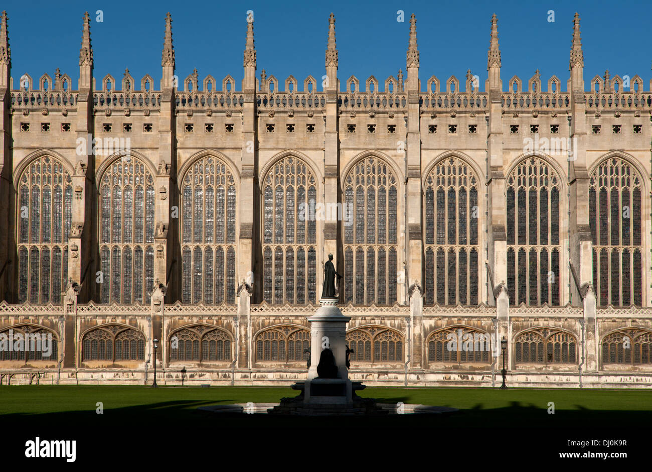 Cambridge, England. Cambridge, England. 15_11_2013 King's College Chapel with statue of founder Henry VI. - Stock Image