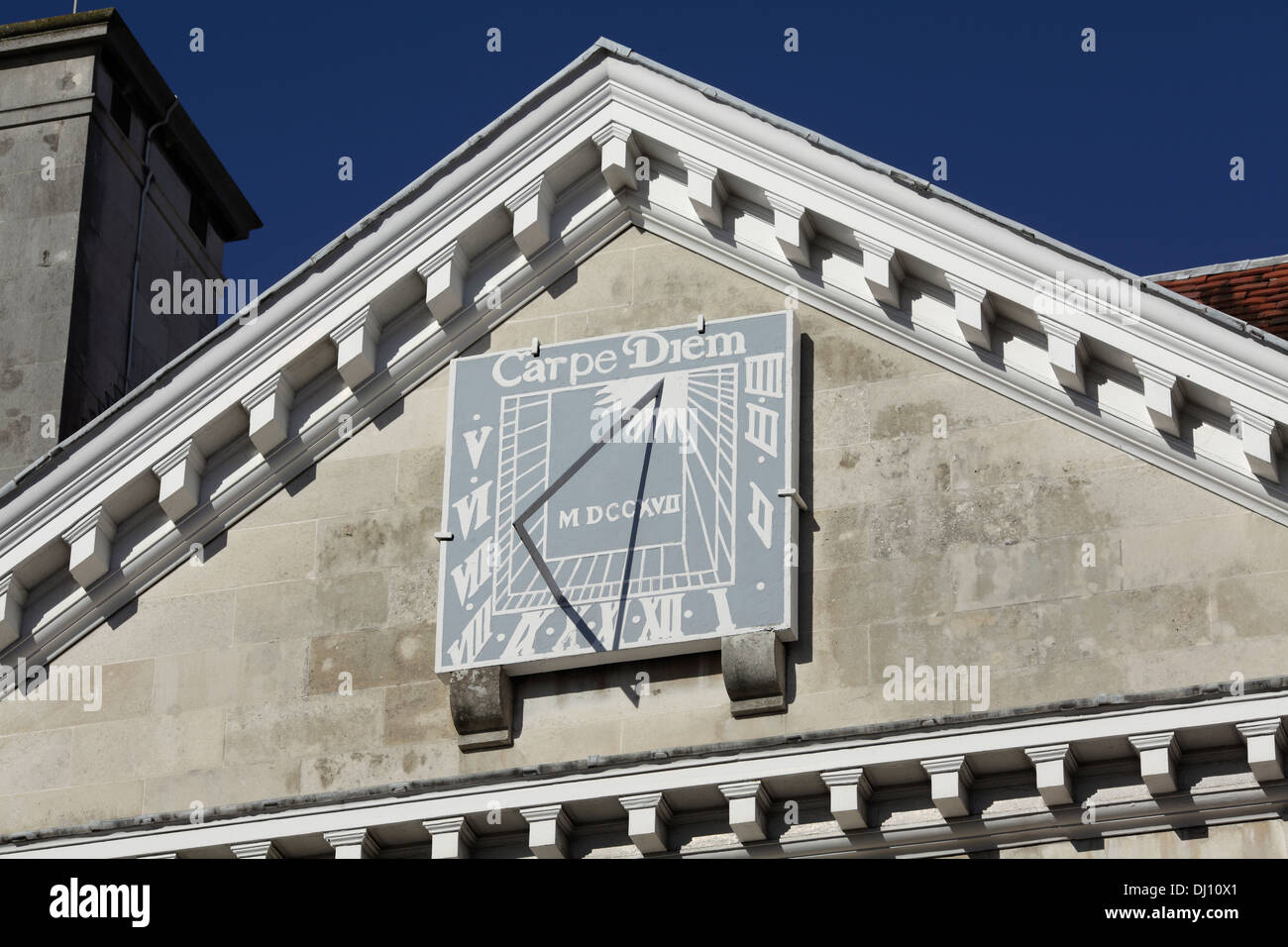 Sun dial on a classical pediment on Lewes Combined Crown and County Court building, High Street, Lewes, East Sussex. - Stock Image