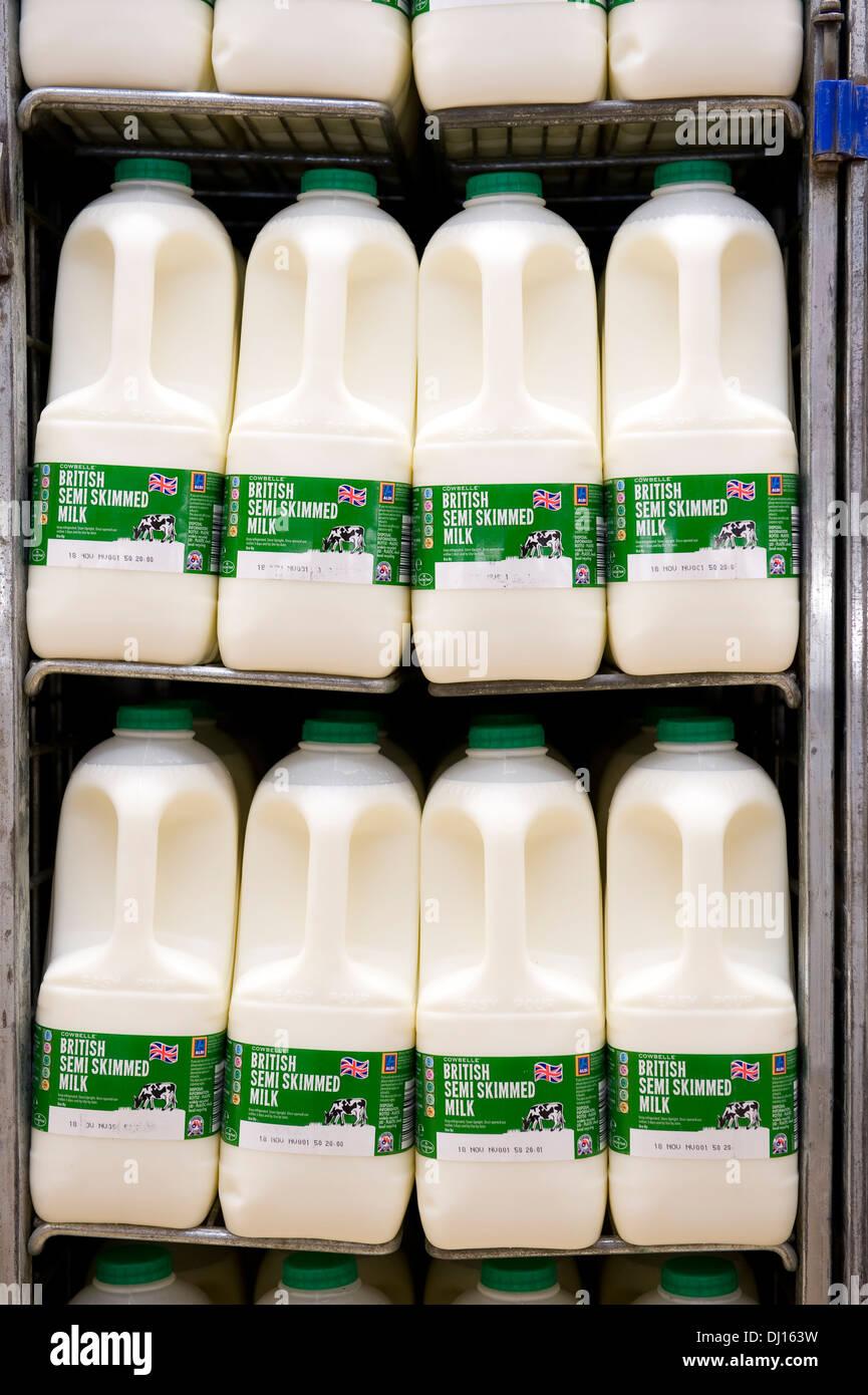 Is Skimmed Milk Healthier Than Full Cream Milk? Not Anymore!