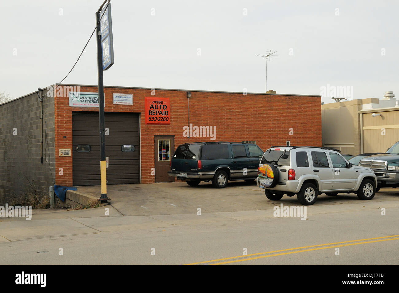 Small Town Auto >> Small Town American Auto Repair Shop Stock Photo 62722391