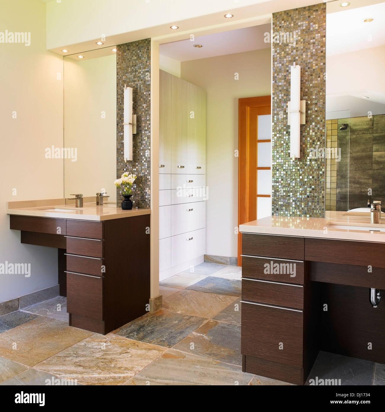 Fantastic Master Bathroom With 2 Vanities Leading Into Walk-In Closet Stock  ZI72