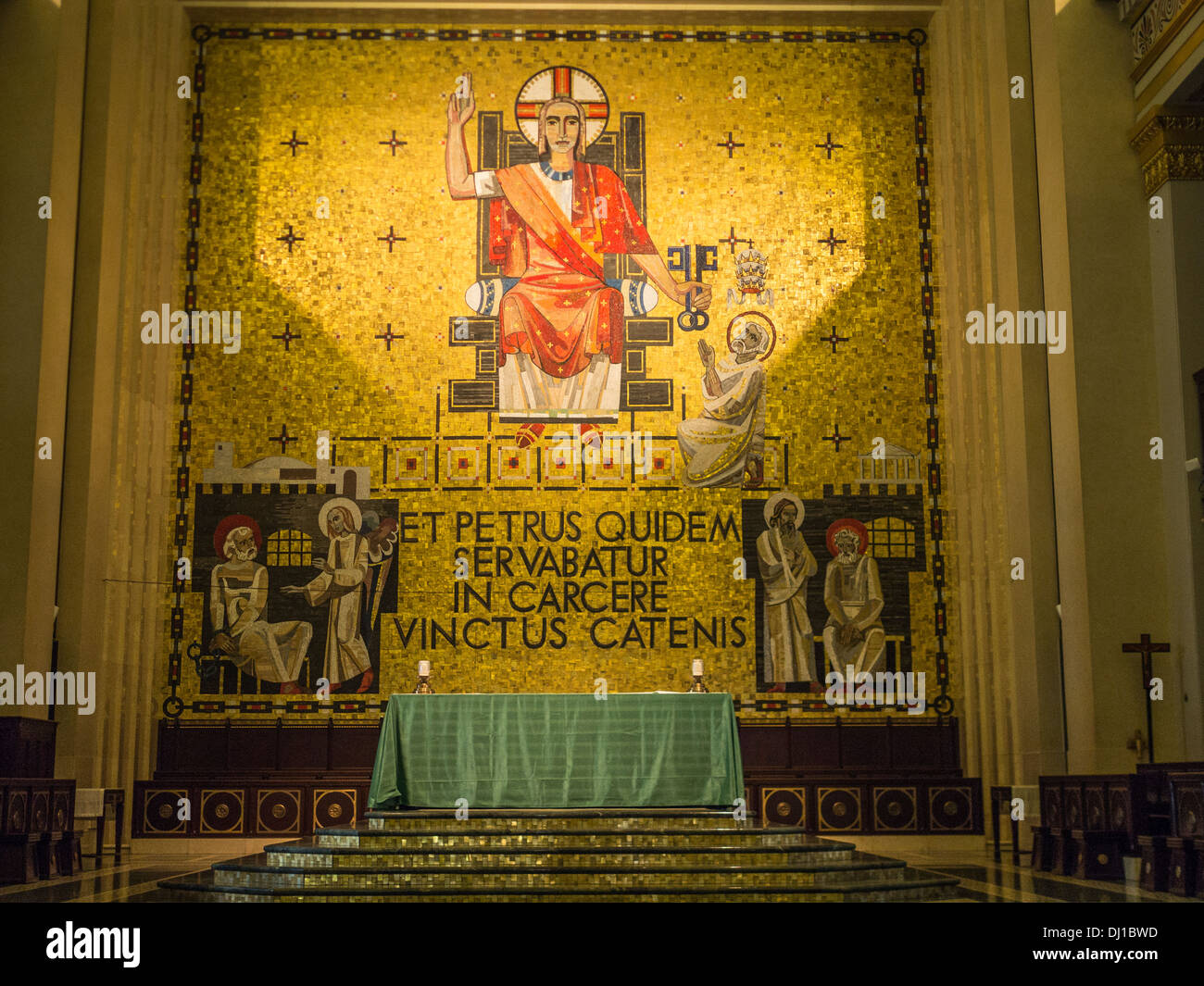 Mosaic behind the Altar. Depicts Christ bestowing the power of the keys upon St. Peter. Byzantine style, Venetian glass. - Stock Image