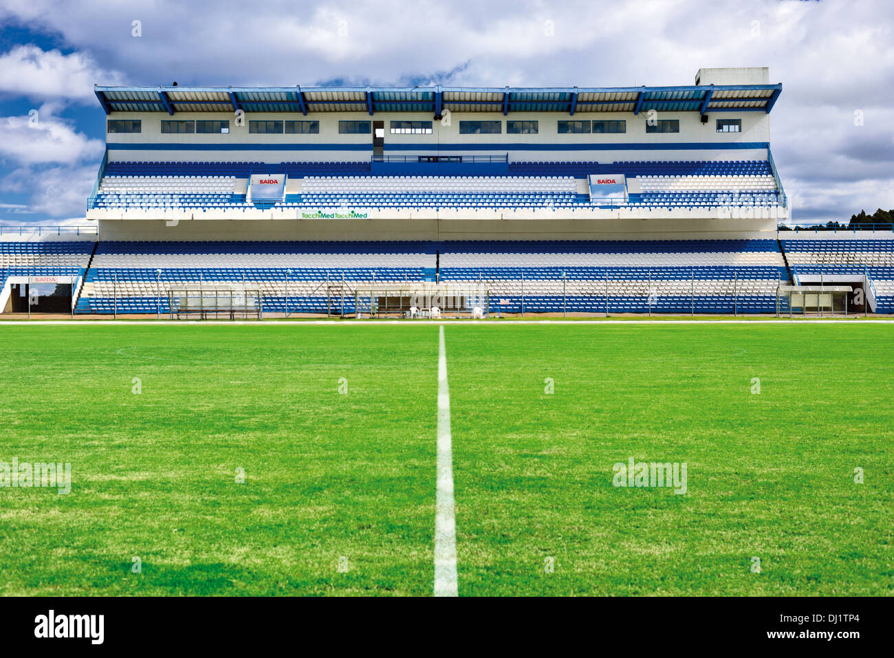 Brazil, Bento Gonçalves: Tribune and play field of the stadium Parque Esportivo  Montanha dos Vinhedos - Stock Image