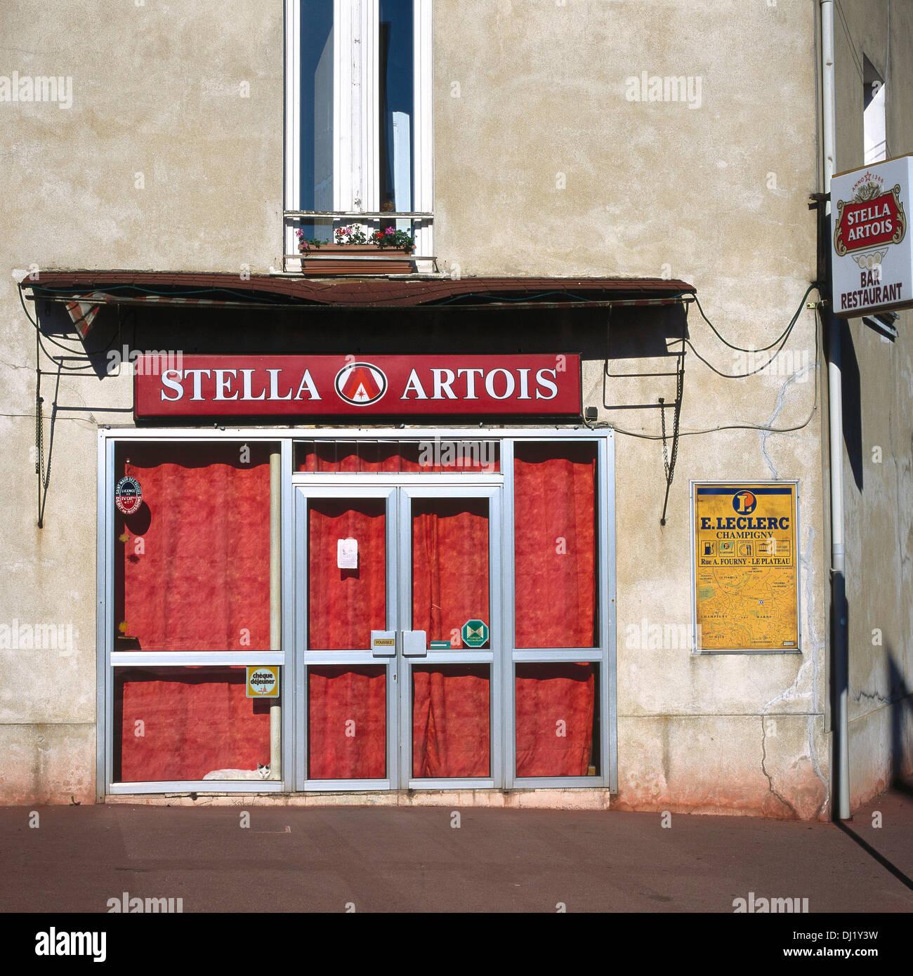 Architecte La Varenne St Hilaire old cafe bar la varenne saint hilaire stock photo: 62738141