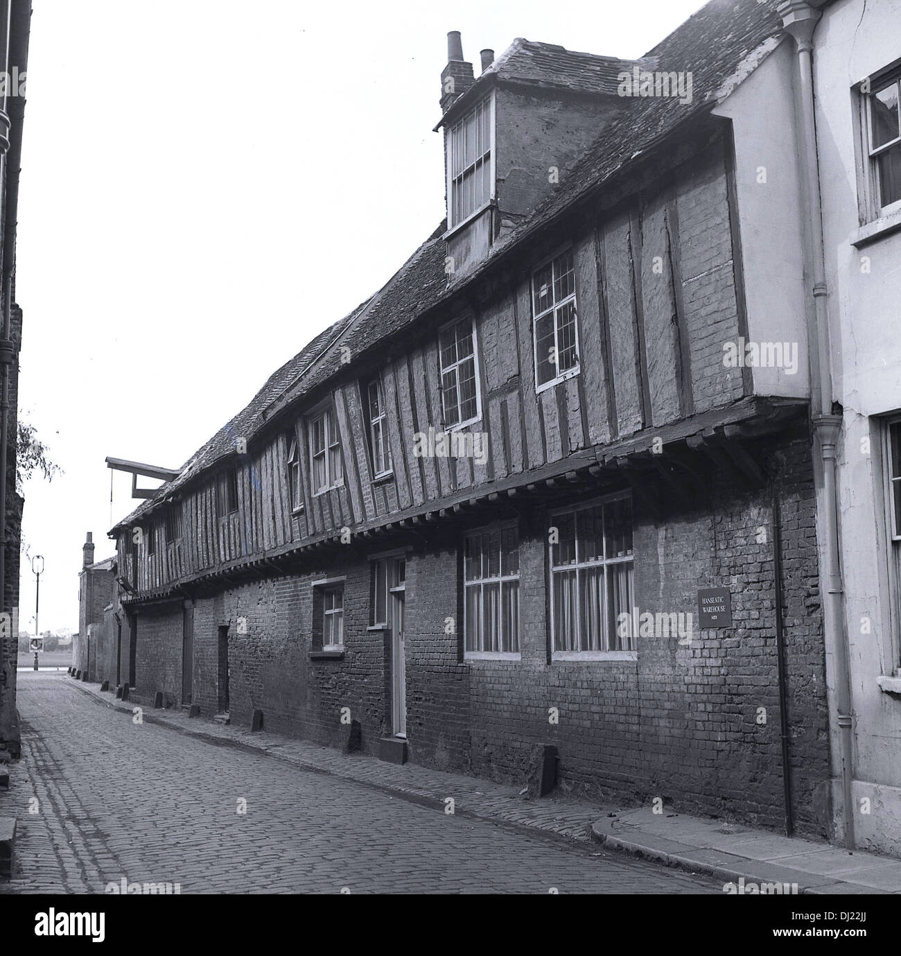 1950s, historical, row of ancient Elizabethan houses. - Stock Image