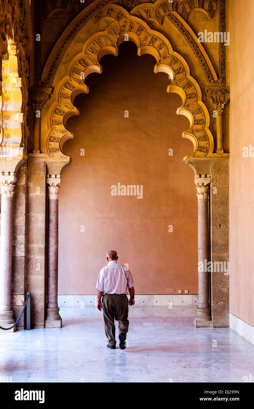 Palacio de la Aljafería, arcos del pórtico sur. Zaragoza, Aragon, España - Stock Image