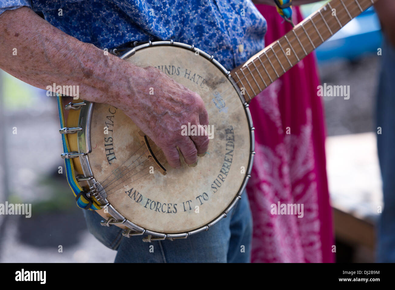 Pete Seeger banjo with 'This machine surrounds hate and forces it to surrender' - Stock Image