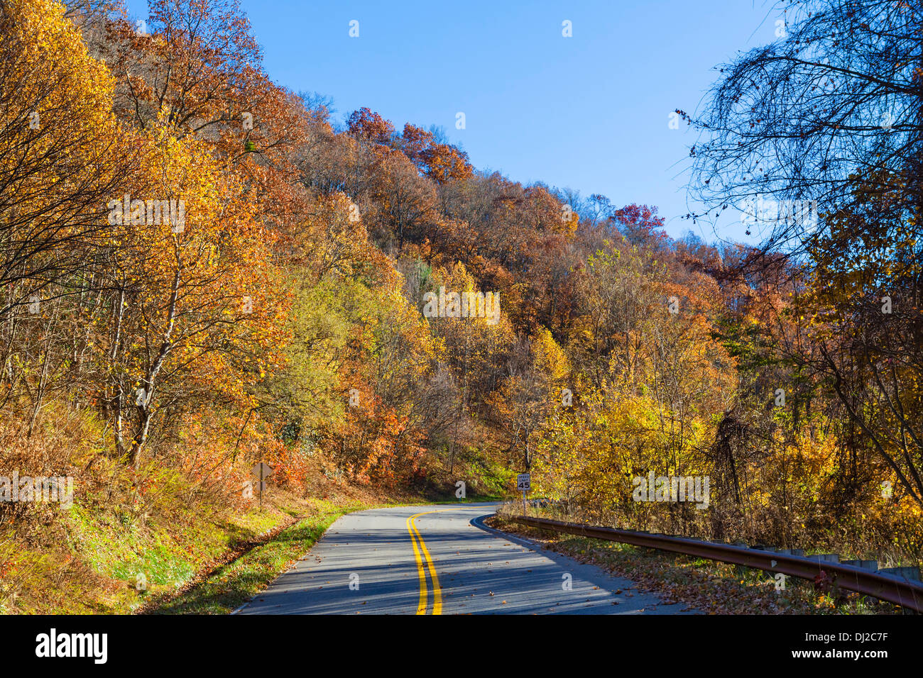 Fall colors on the Cherohala Skyway just south of the Great Smoky Mountains National Park, North Carolina, USA - Stock Image