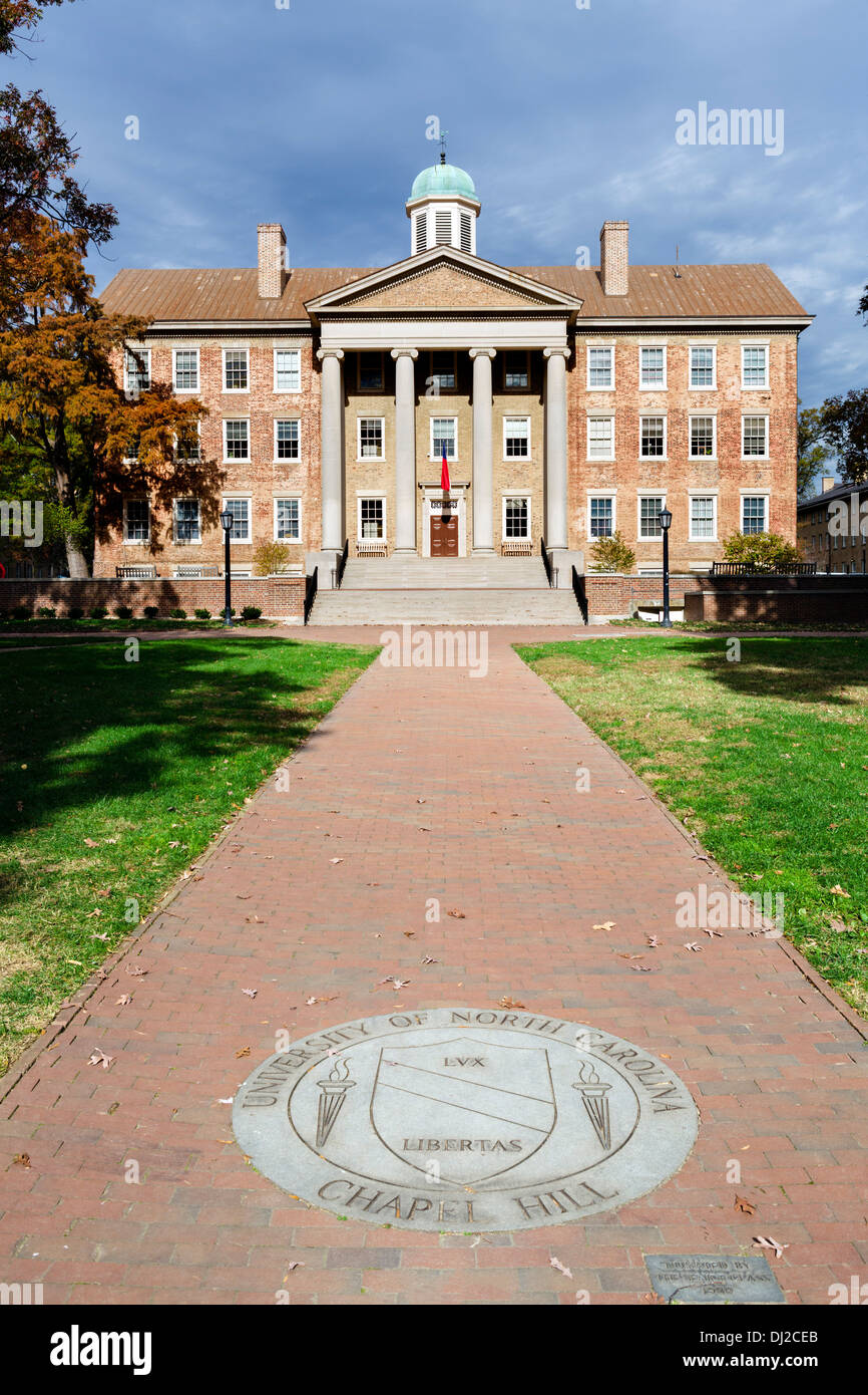 South Building at University of North Carolina at Chapel Hill with university crest in front,  Chapel Hill, North Stock Photo