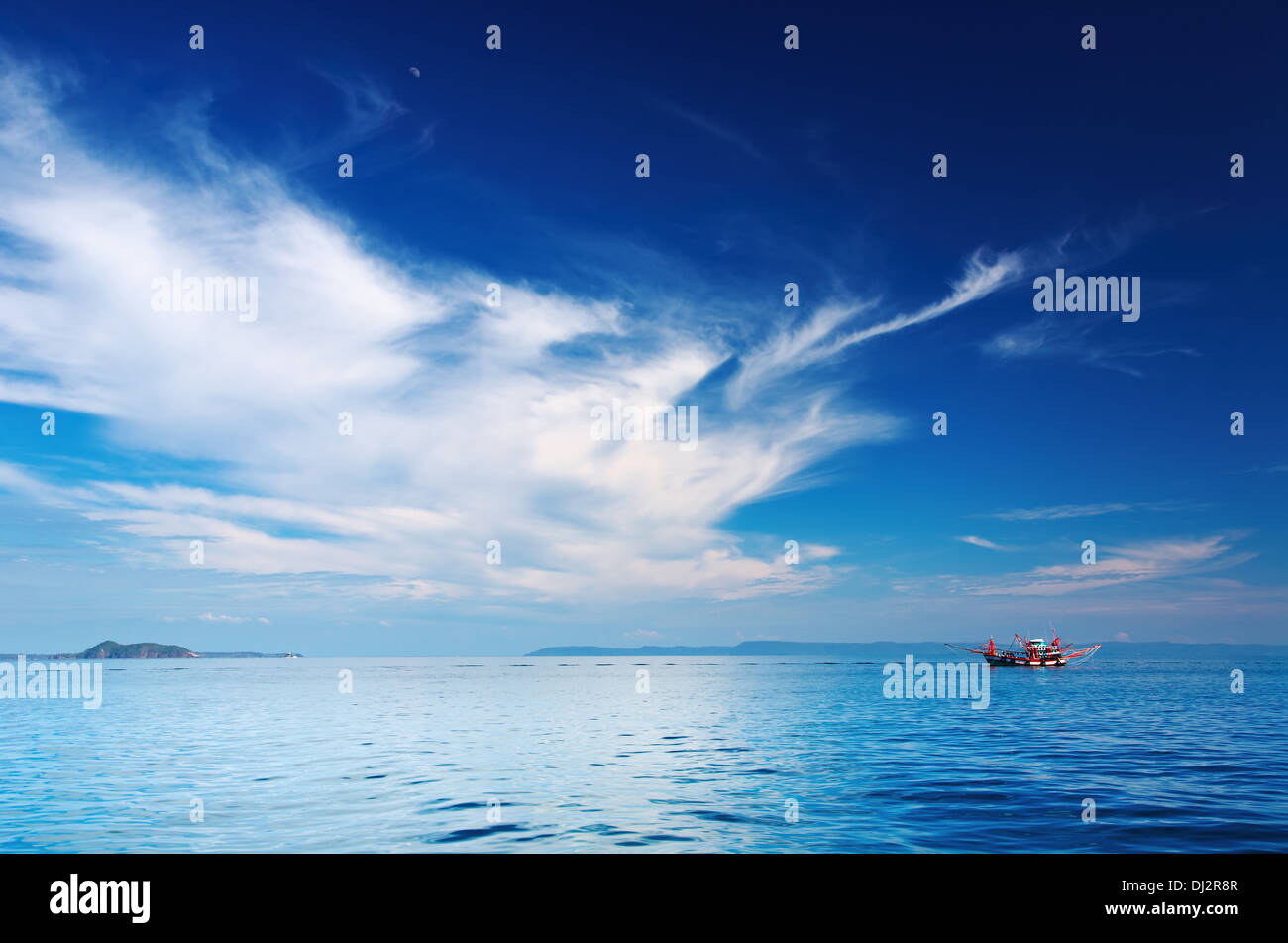 Seascape with fishing boat, Trat archipelago, Thailand - Stock Image