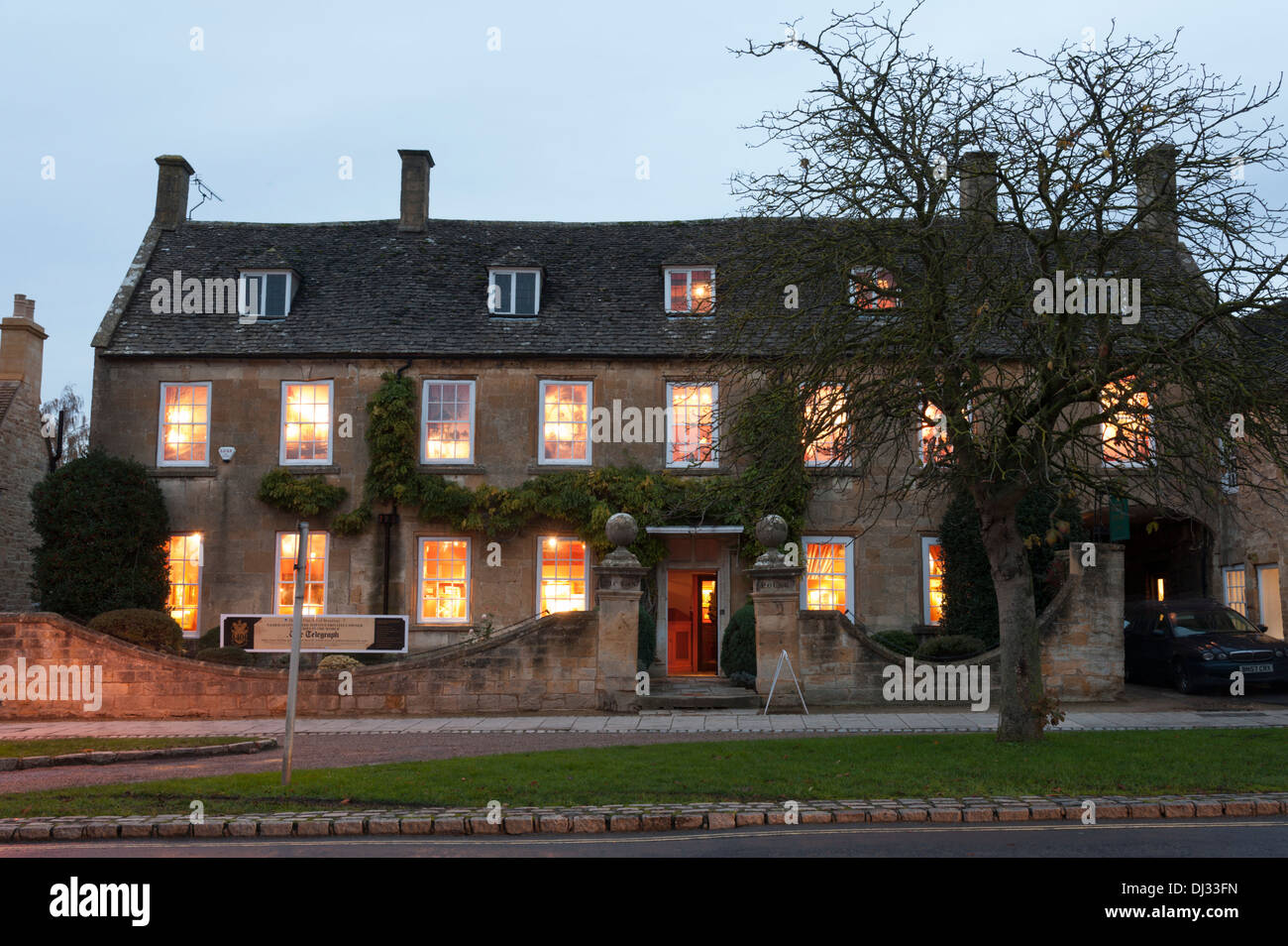 Haynes fine art art gallery, Broadway, Cotswolds, UK at dusk - Stock Image