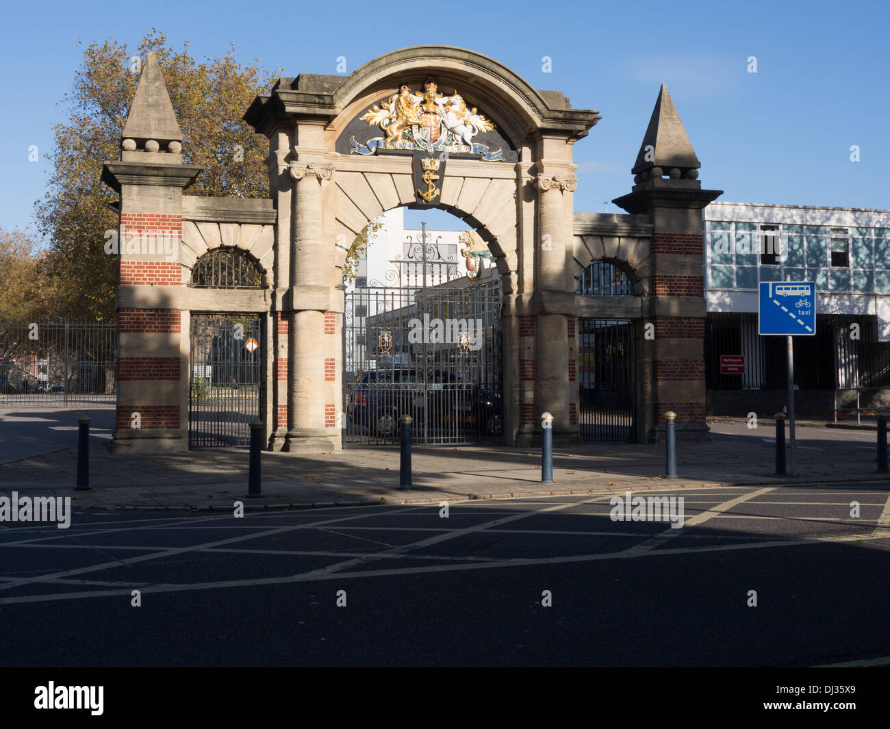 The main entrance to HMS Nelson,  the administrative support centre and Barracks to HM Dockyard Portsmouth - Stock Image