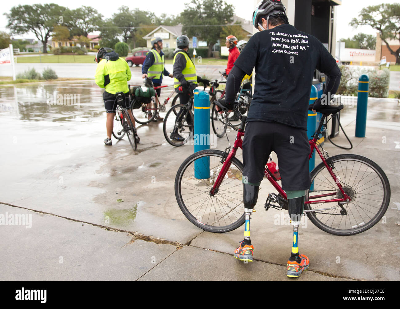 Mexican national lost his legs to cartel violence, rides bike from El Paso, Texas to Austin to raise awareness - Stock Image