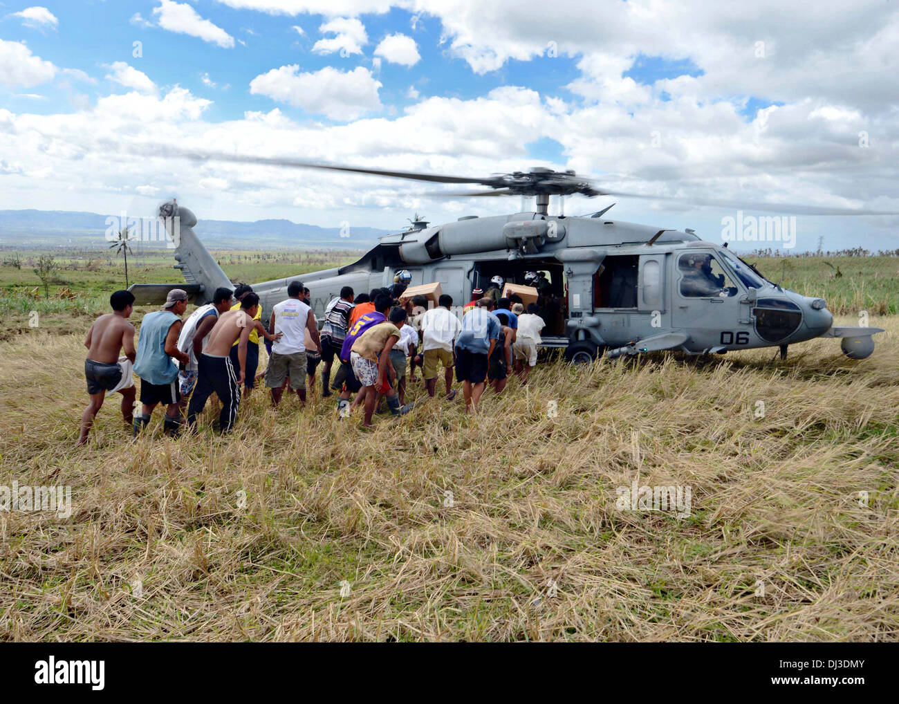 A US Navy MH-60S Sea Hawk helicopter delivers humanitarian relief supplies to victims of Typhoon Haiyan November 16, 2013 in Mahayag, Philippines. - Stock Image