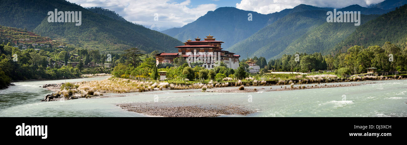 Bhutan, Punakha Dzong at confluence of Mo and Pho Chhu rivers, panoramic - Stock Image