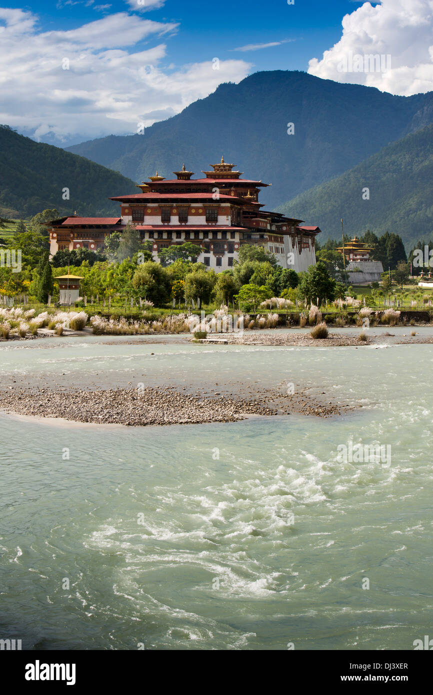 Bhutan, Punakha Dzong at confluence of Mo and Pho Chhu rivers - Stock Image