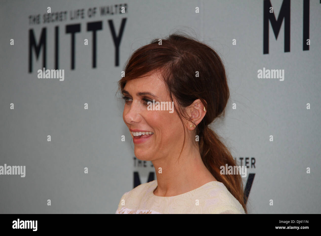 Sydney Entertainment Centre, Sydney, NSW, Australia. 21 November 2013. Ben Stiller (Zoolander, Meet The Parents) and Kristen Wiig (Bridesmaids) attended the red carpet Australian Premiere of The Secret Life of Walter Mitty. Pictured is Kristen Wiig. Copyright Credit:  2013 Richard Milnes/Alamy Live News. - Stock Image