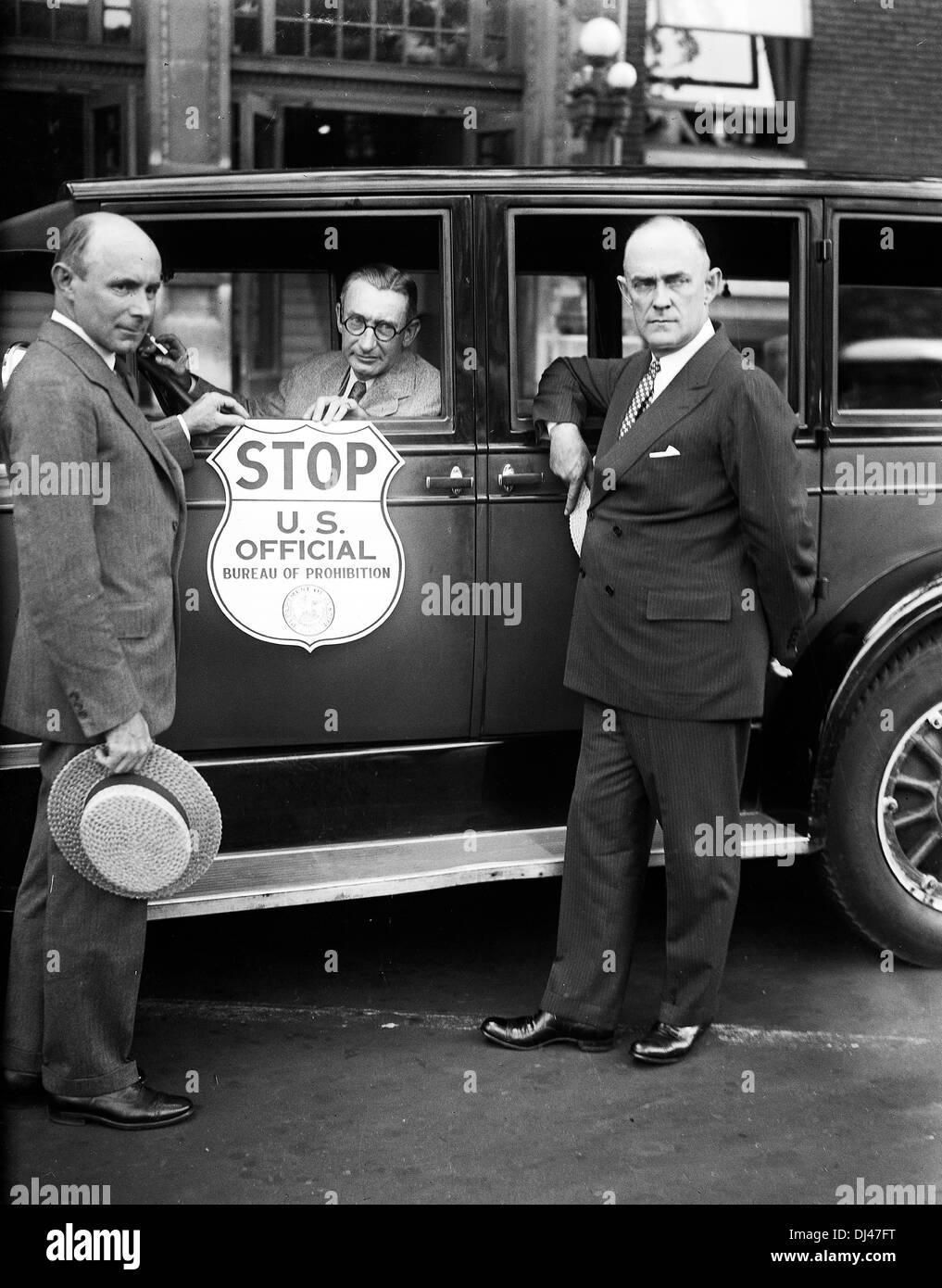 Bureau of Prohibition, USA, Prohibition Administrator Ames Woodcock, left - Stock Image