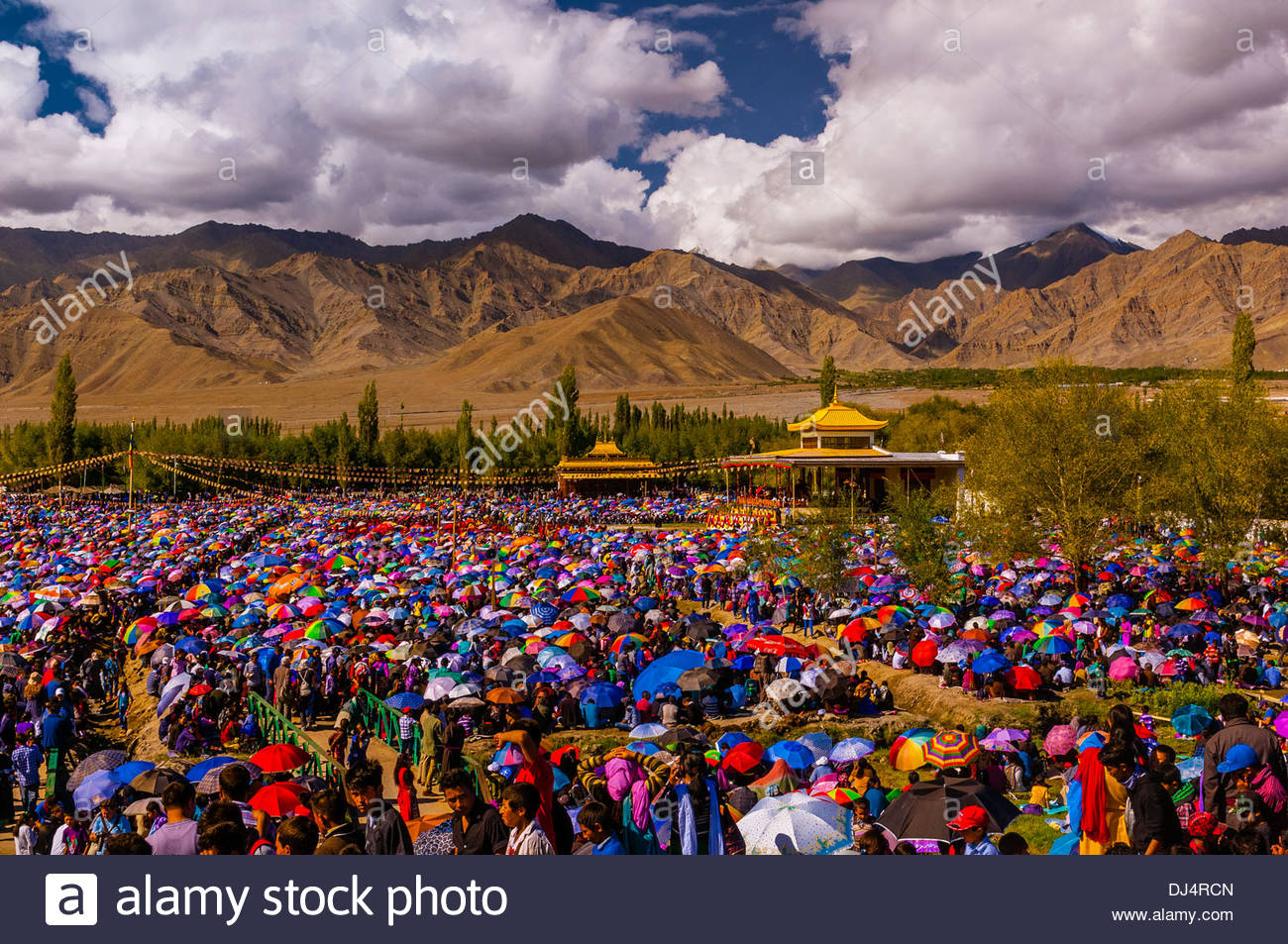 His Holiness the 14th Dalai Lama gives a teaching to a crowd of 175,000 people at Choglamsar, Ladakh, Jammu and Kashmir State, India. - Stock Image