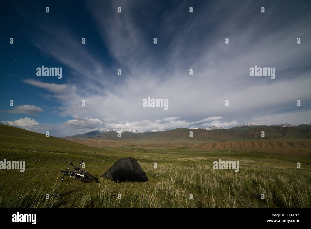 Tent in mountains under star sky - Stock Image
