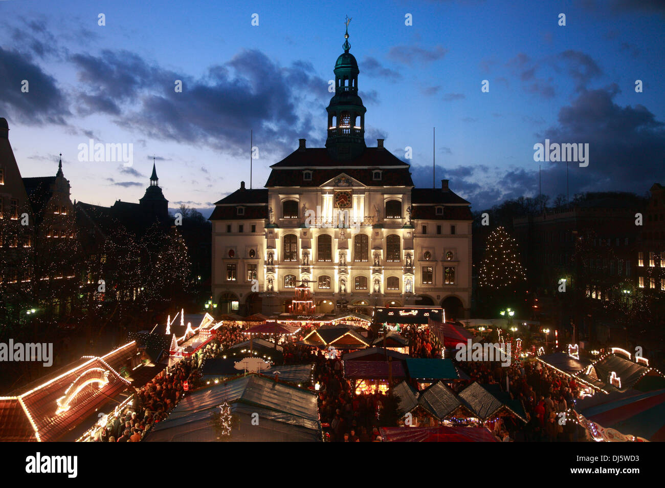 Christmas market infront of town hall, Lueneburg, Lüneburg, Lower Saxony, Germany Stock Photo