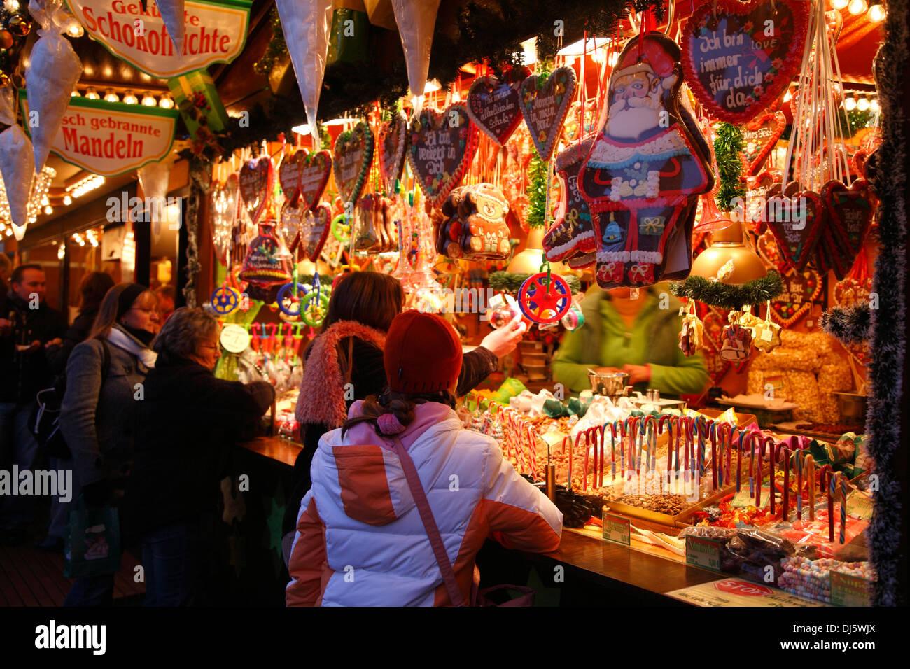 Stall at Christmas market, market Place, Lueneburg,  Lüneburg, Lower Saxony, Germany - Stock Image