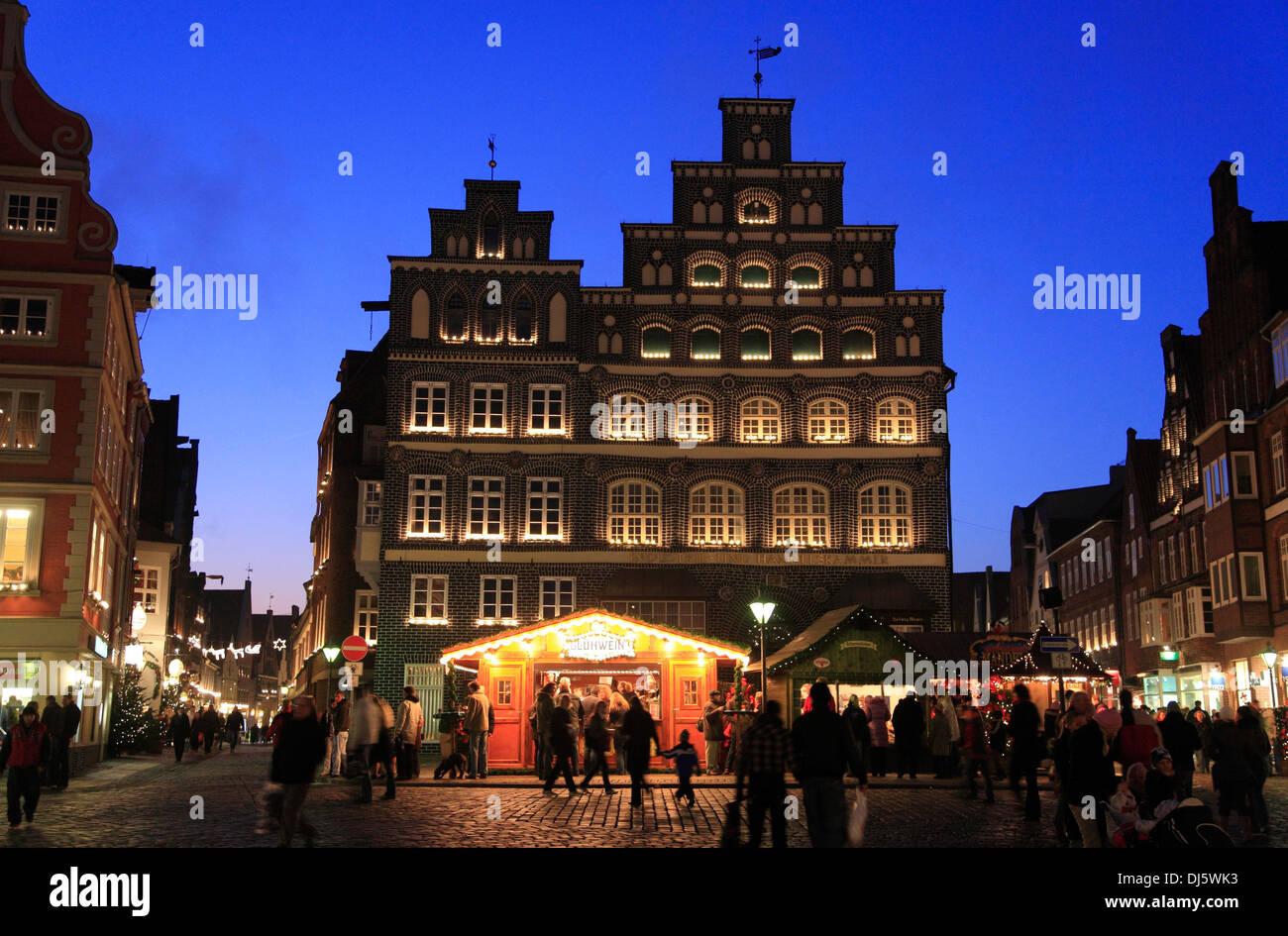 Square Am Sande, Christmas market, Lueneburg,  Lüneburg, Lower Saxony, Germany Stock Photo