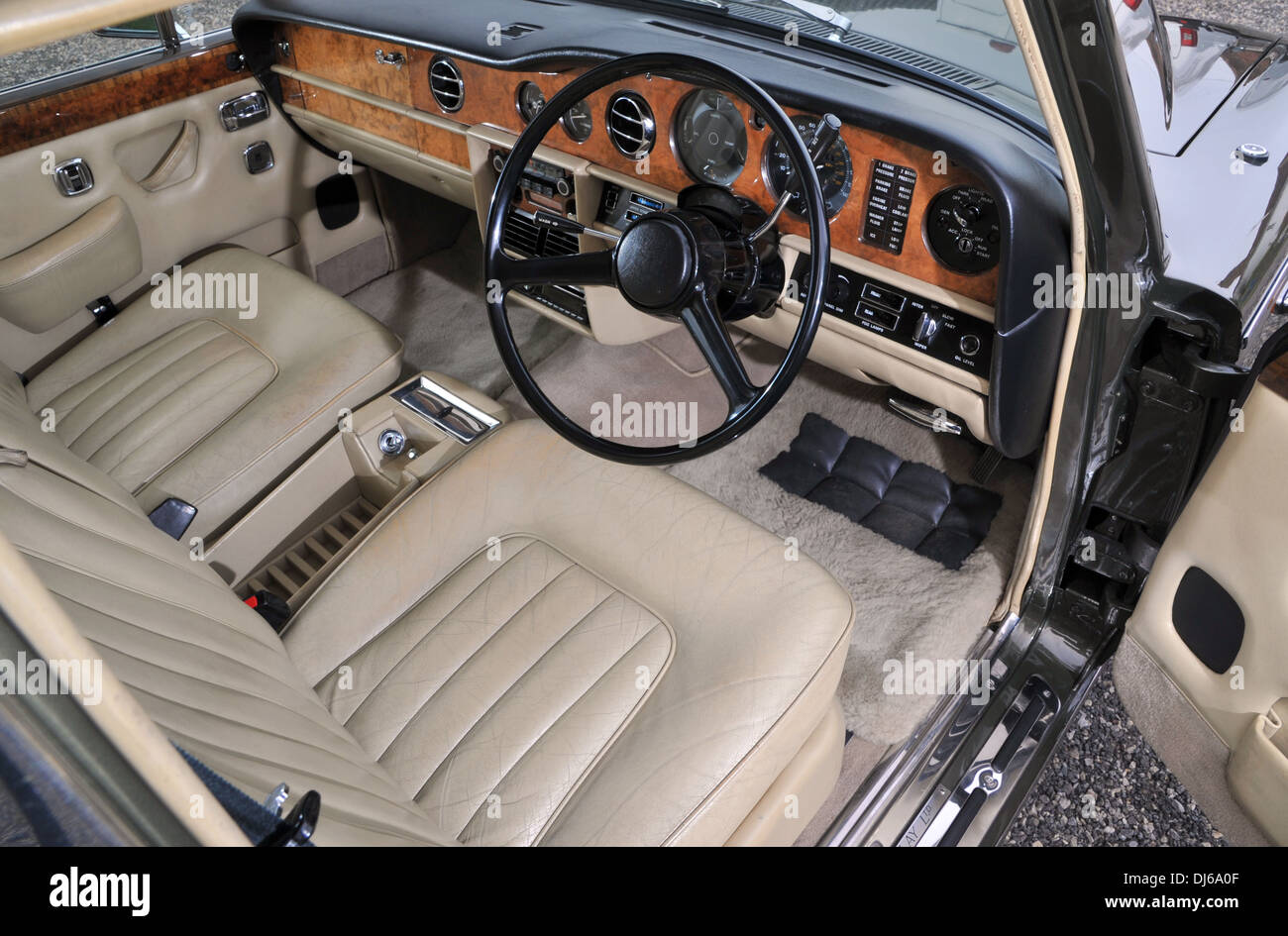 Bentley Classic Car Interior High Resolution Stock Photography And Images Alamy