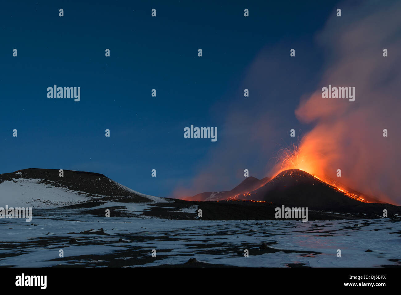 Eruption of Mt Etna volcano in November 2013, night-time violent paroxysm of New SE crater with lava fountains and lava flows. - Stock Image