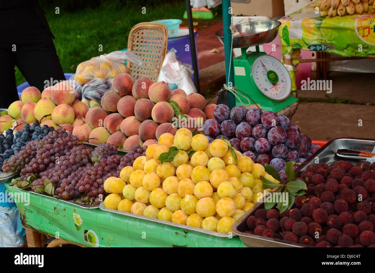 Fruit stall selling various fresh fruits at Kunming Shilin, Yunnan Stock Photo