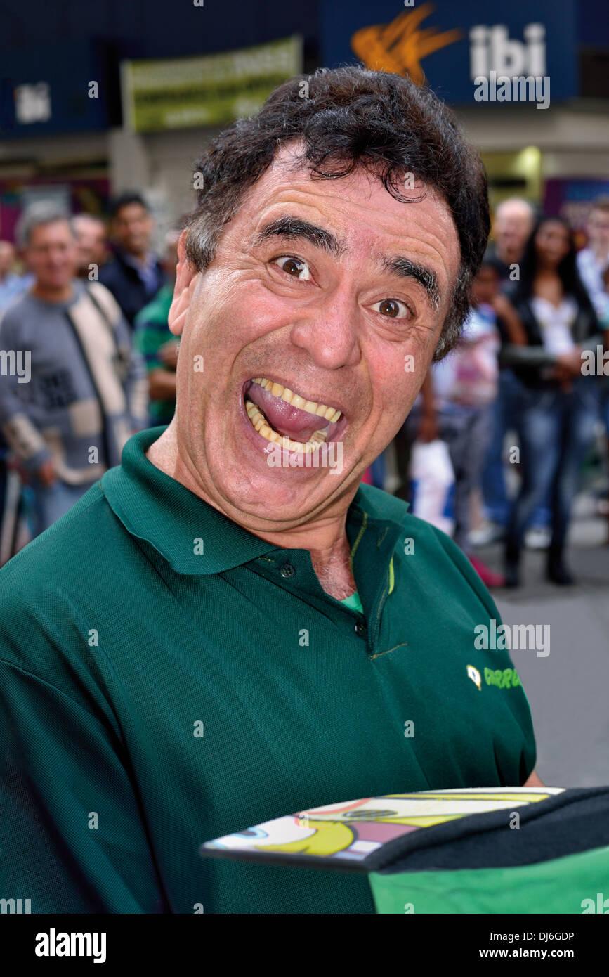 Brazil, Rio Grande do Sul: Portrait of street comedian 'Homem do Gato' in the center of Porto Alegre - Stock Image
