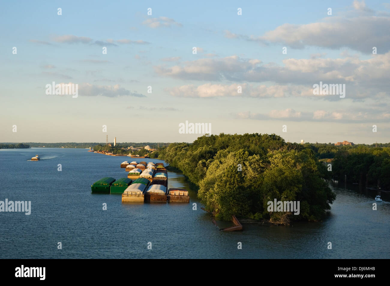Barges on the Ohio River in Louisville, Kentucky - Stock Image