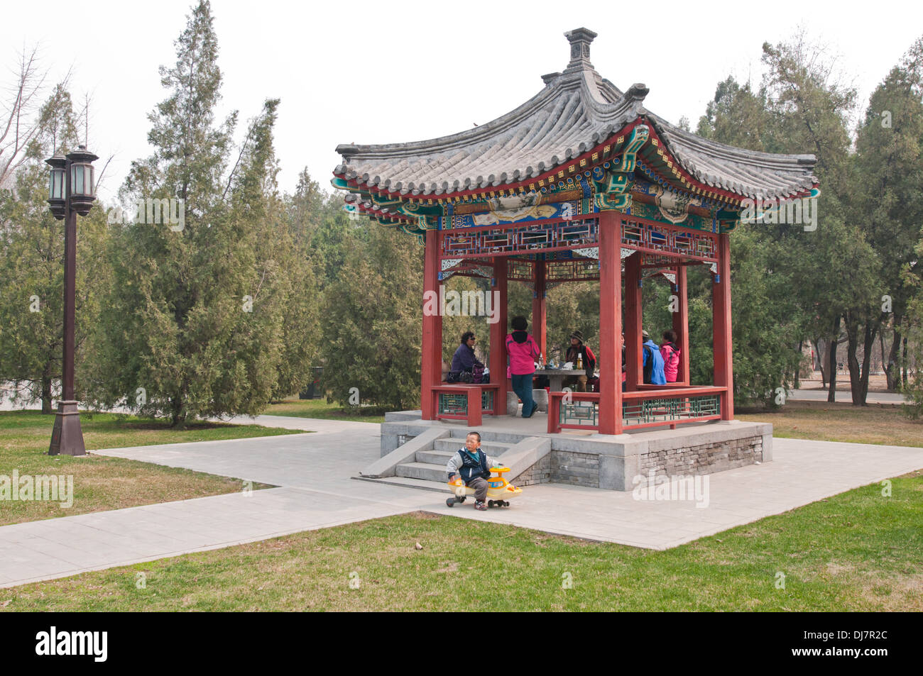 Small wooden pavilion in Temple of the Earth area (also called Ditan Park) in Beijing, China - Stock Image