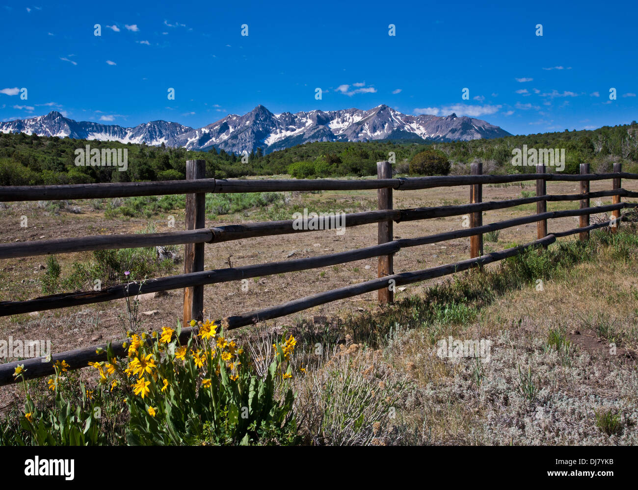 Wooden fence blue sky and the San Juan Mountains on ranch land in Telluride, Colorado, USA,  US, scenic America - Stock Image