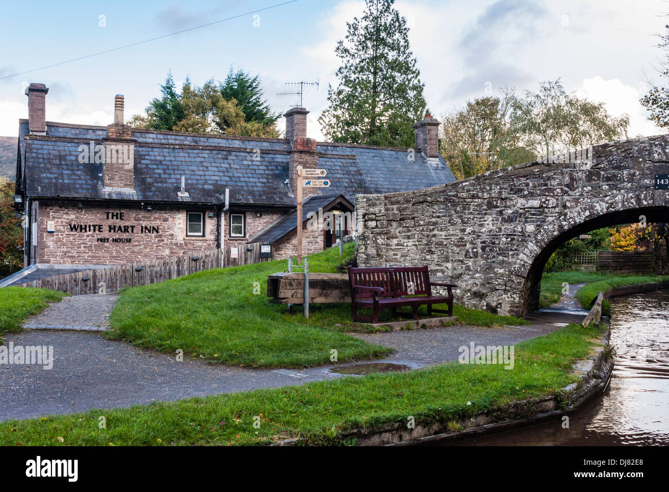 Bridge over the Monmouthshire and Brecon Canal at Talybont on Usk by the White Hart Inn. - Stock Image