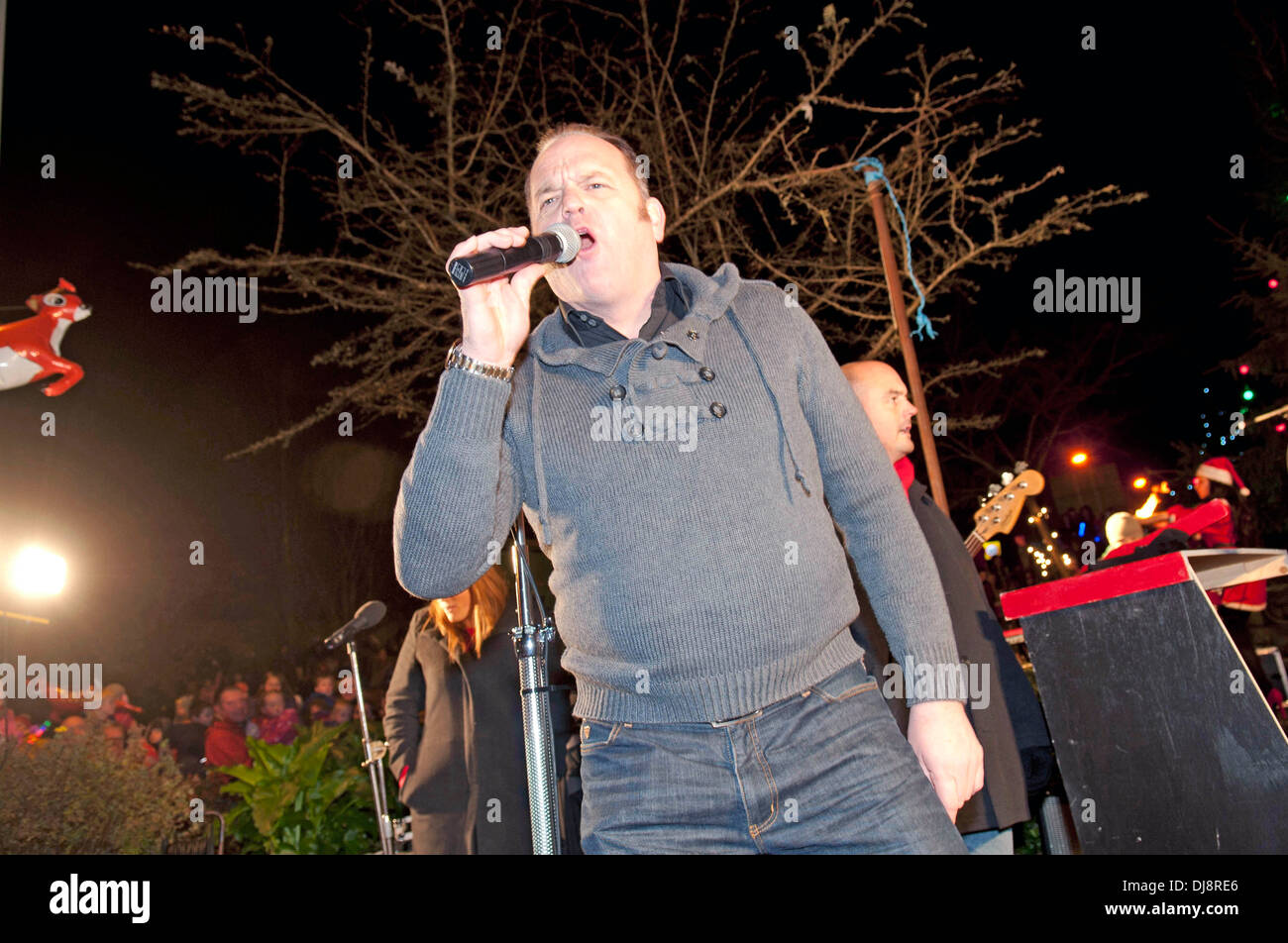 The Mumbles Christmas lights switch on in Newton Road - Nev Wilshire, star of the hit BBC TV show 'The Call Centre' singing. - Stock Image
