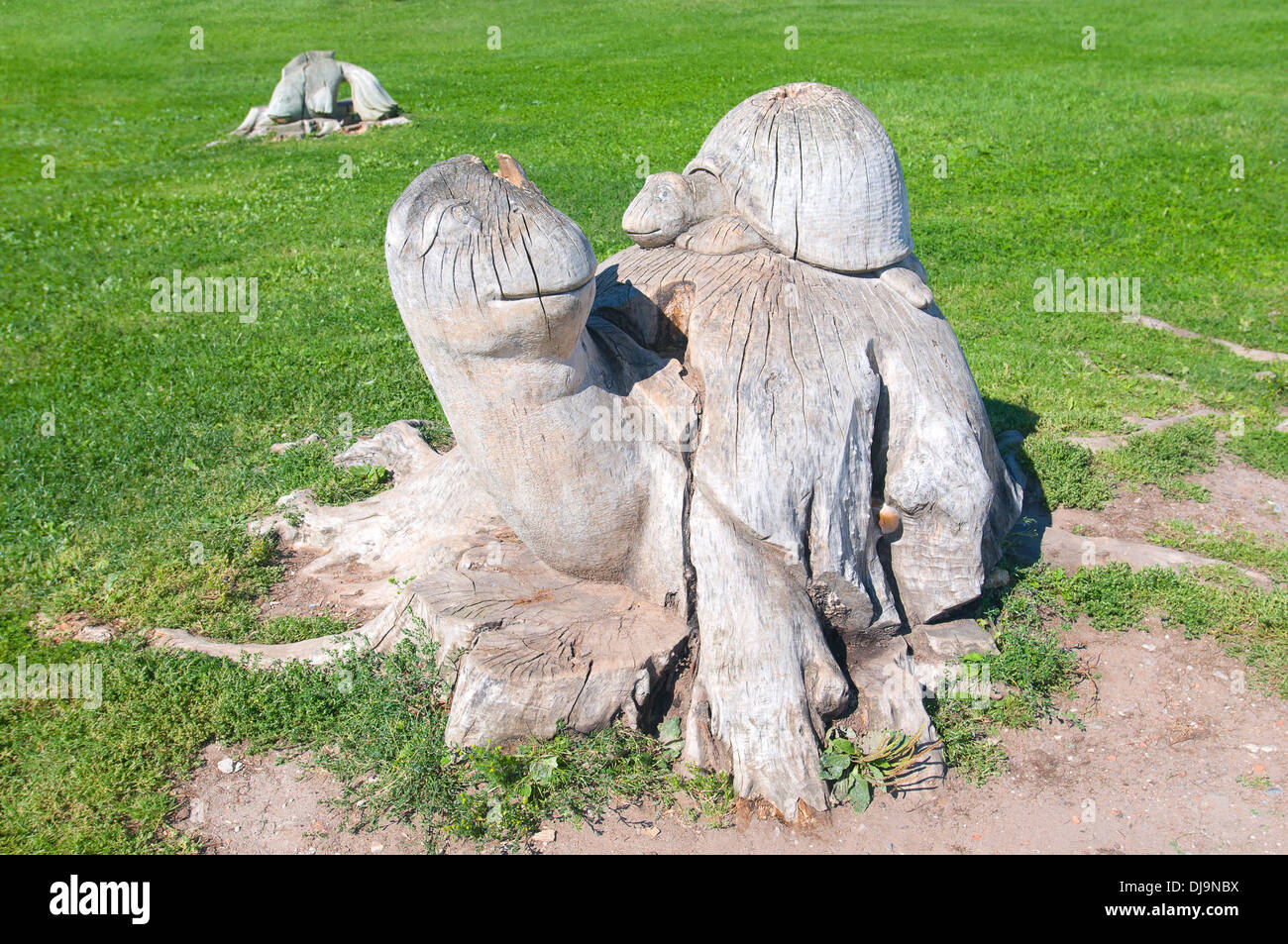 Veliky Novgorod. Turtle mother with a child on the stump of a tree. Carving - Stock Image