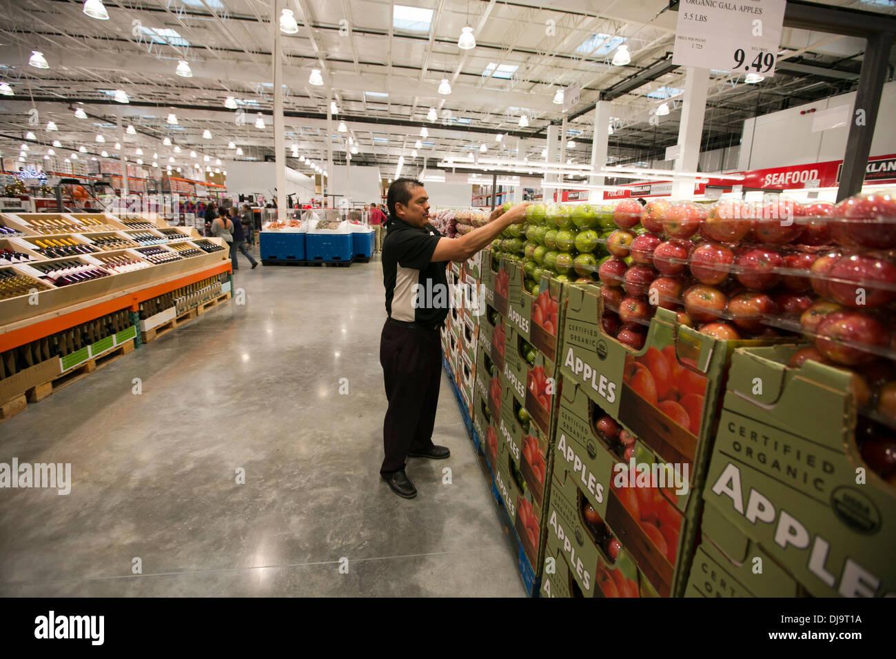 Costco Employees Stock Photos & Costco Employees Stock Images - Alamy